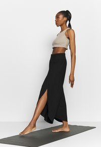South Beach - WRAP SPLIT PANT - Pantalones deportivos - black - 1