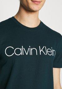 Calvin Klein - FRONT LOGO 2 PACK - T-shirt med print - green - 4