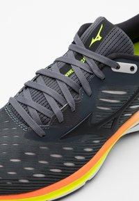 Mizuno - WAVE RIDER 24 - Neutral running shoes - castle rock/phanton/orange - 5