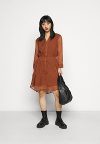 Selected Femme Petite - SLFMARIA DOT DAMINA DRESS - Shirt dress - ginger bread - 1