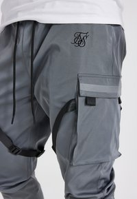 SIKSILK - COMBAT TECH CARGO PANTS - Cargo trousers - light grey - 3