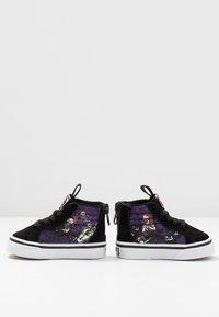 Vans - NIGHTMARE BEFORE CHRISTMAS SK8 - Sneakers hoog - black - 5
