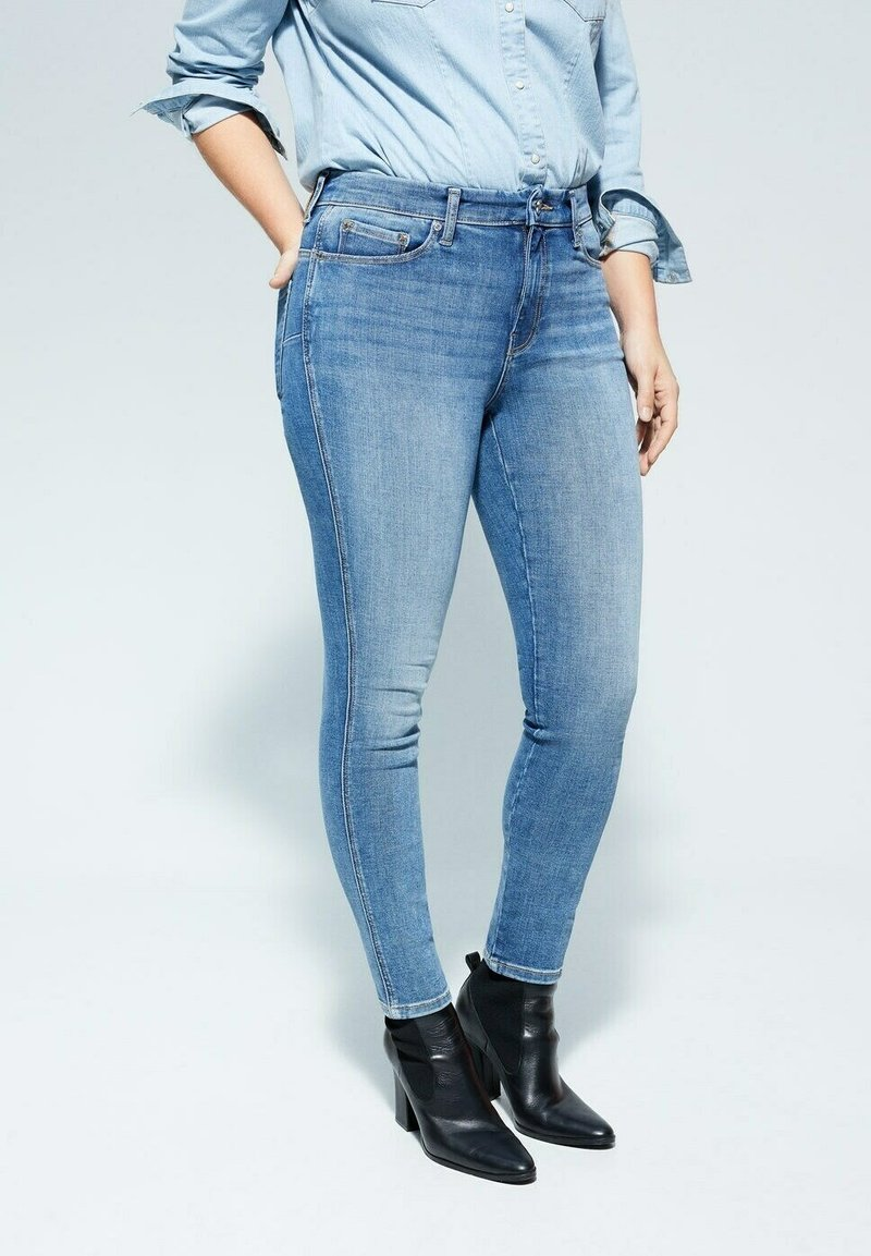 Violeta by Mango - IRENE - Relaxed fit jeans - mittelblau