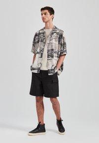 PULL&BEAR - Overhemd - grey - 1