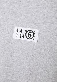 MM6 Maison Margiela - Print T-shirt - grey - 6