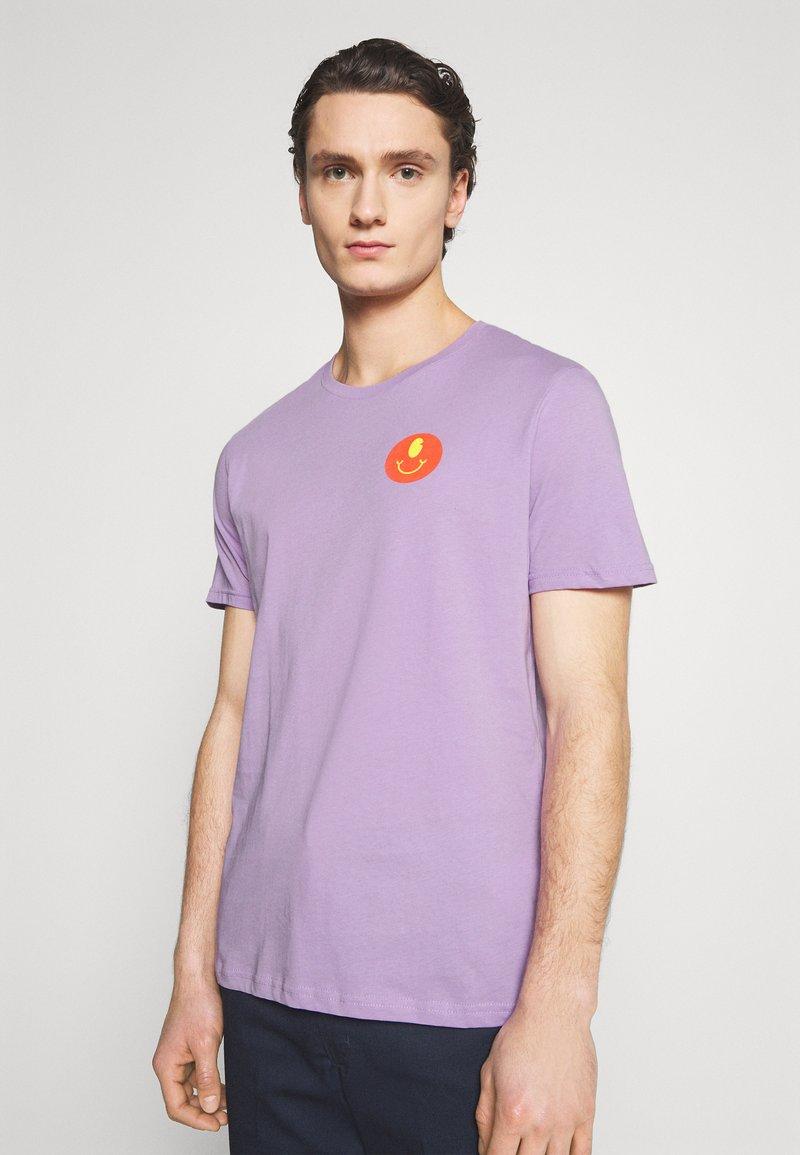 YOURTURN - UNISEX - Print T-shirt - lilac