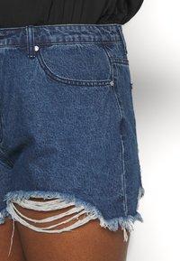 Missguided Plus - EXTREME FRAY HEM RIOT - Shorts di jeans - indigo - 4