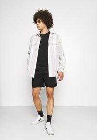 Redefined Rebel - RRJOHAN - Shorts - black - 1