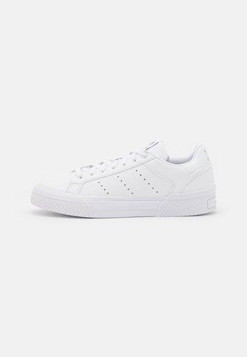 COURT TOURINO  - Joggesko - footwear white/silver metallic