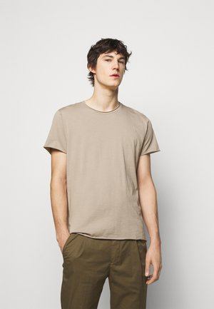 ROLL NECK TEE - Basic T-shirt - desert taupe