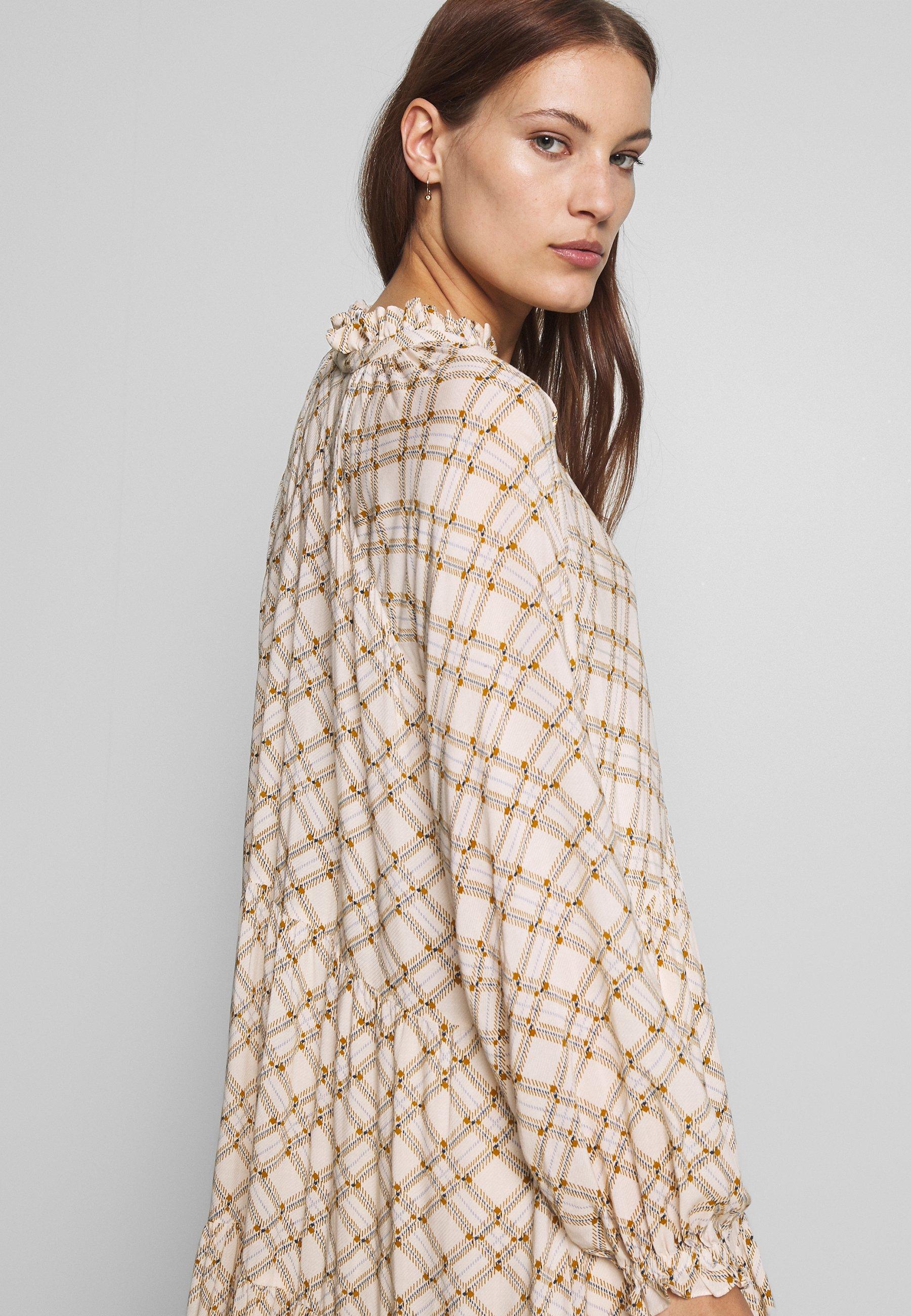 Second Female KATT MIDI DRESS - Robe d'été - creme de peche