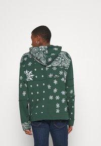 Jaded London - CUT AND SEW BANDANA HOODIE - Zip-up sweatshirt - green - 2