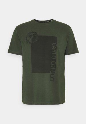 BLOCK - Print T-shirt - oliv
