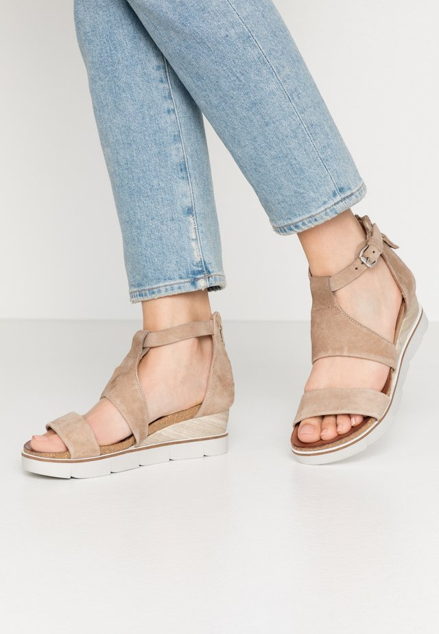 Sandály na platformě - gazella