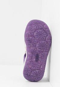 Keen - MOXIE  - Chodecké sandály - royal purple/vapor - 5