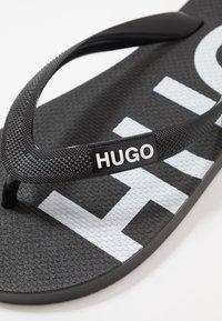 HUGO - ONFIRE - Chanclas de dedo - black - 2