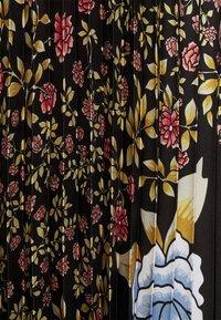 Victoria Victoria Beckham - PLEATED COLD SHOULDER RECYCLED DRESS - Denní šaty - jumbo black - 8