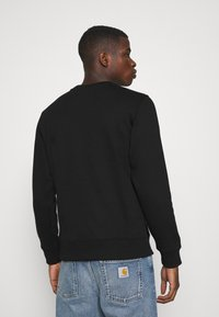 Calvin Klein Jeans - CHEST PRINT CREW NECK - Felpa - black - 2