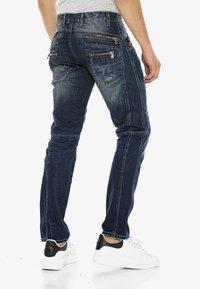 Cipo & Baxx - MIT ZIERNÄHTEN UND REISSVERSCHLÜSSEN - Straight leg jeans - donkerblauw - 0