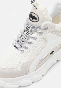 Buffalo - VEGAN CHAI - Trainers - white - 5