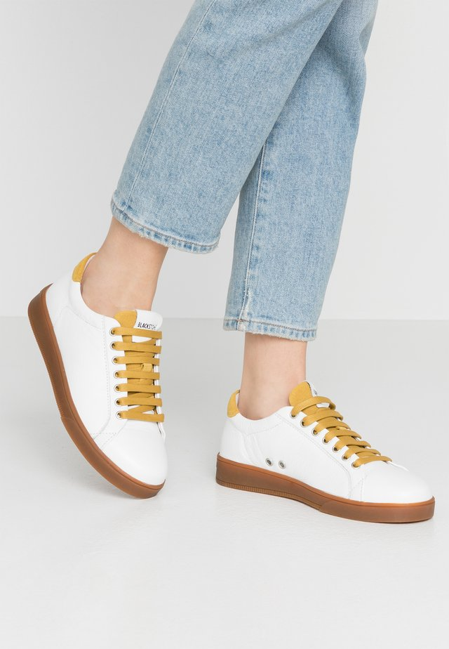 Trainers - white/oil yellow