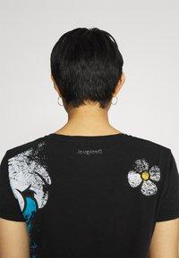 Desigual - MINNIE - T-shirt z nadrukiem - black - 3