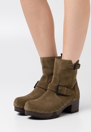 Platform ankle boots - taupe