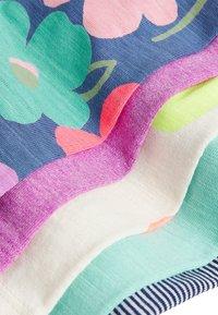 Next - MULTI 5 PACK SHORTS (3MTHS-7YRS) - Shorts - pink - 7