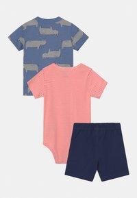 Carter's - RHINO SET - Print T-shirt - blue/red - 1