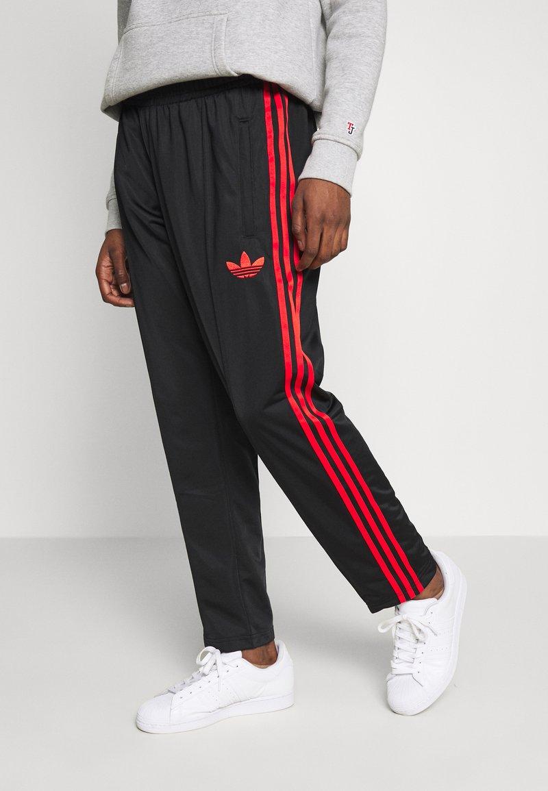 adidas Originals - SUPERSTAR 3STRIPES TRACK PANTS - Tracksuit bottoms - black/red