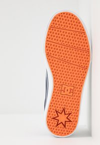 DC Shoes - TRASE - Zapatillas skate - navy/white - 4