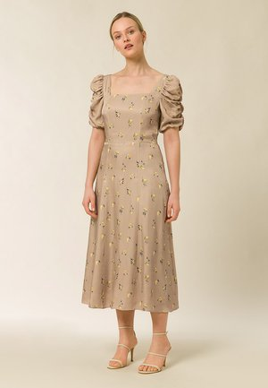 MIT GERRAFTEN ÄRMEL - Day dress - aop - flower toffee