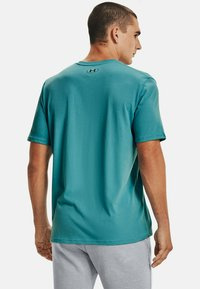 Under Armour - SPORTSTYLE  - T-shirts print - cosmos - 2
