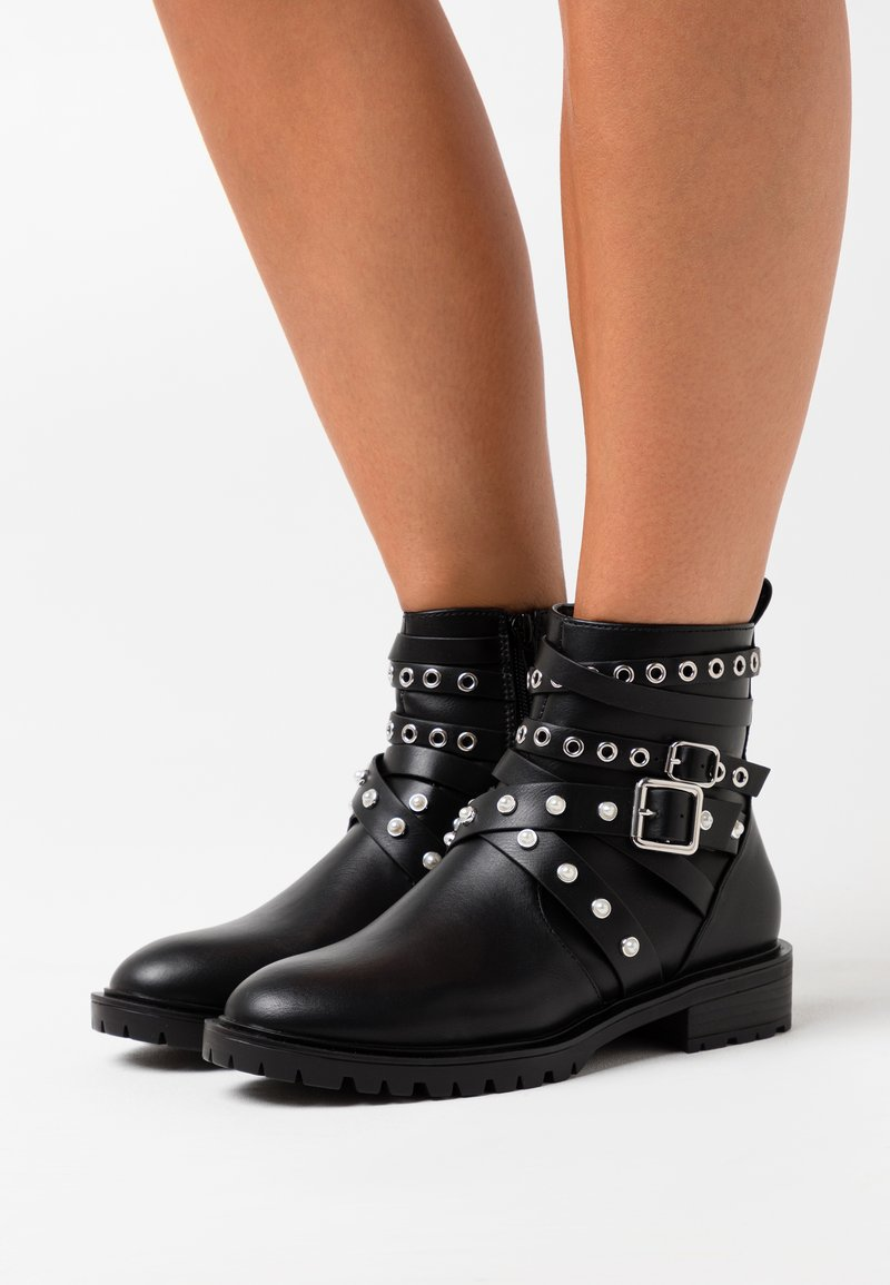 ONLY SHOES - ONLTINA STRAPPY BOOTIE - Cowboy/biker ankle boot - black