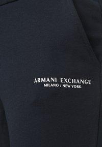 Armani Exchange - PANTALONI - Teplákové kalhoty - navy - 4