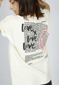 one more story - T-shirt print - snow white multicolor - 3