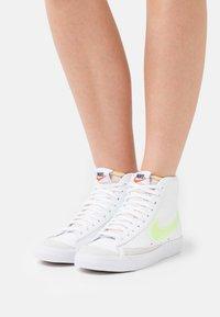 Nike Sportswear - BLAZER MID '77 - Baskets montantes - white - 0
