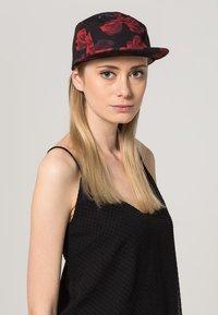 Flexfit - ROSES JOCKEY - Cap - black/red - 0