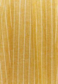 ONLY Petite - ONLVIVIAN CANYON LONG LIFE DRESS - Kjole - golden spice - 2