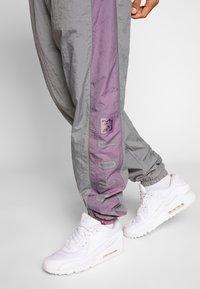 Jordan - Tracksuit bottoms - smoke grey/frosted plum - 6