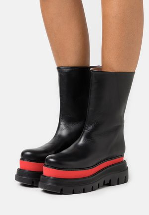 STIVALE DONNA WOMAN`S BOOT - Botas con plataforma - red