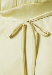 Glamorous - STUDIO COLLARED BELTED DRESS - Pouzdrové šaty - soft yellow - 2