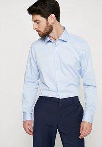 Strellson - SANTOS SLIM FIT - Formální košile - hell blau - 0