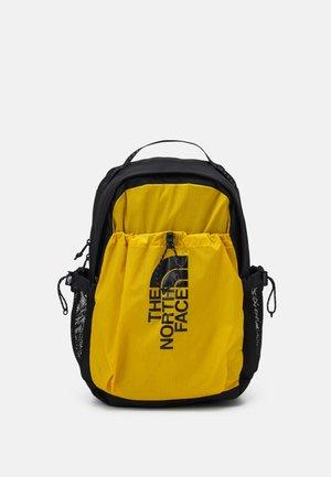 BOZER BACKPACK UNISEX - Sac à dos - arrowwood yellow/black