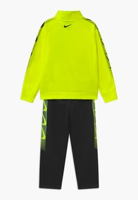 Nike Sportswear - DOMINATE THERMA SET - Tracksuit - black - 1