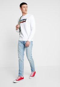 Levi's® - GRAPHIC CREW  - Sweatshirts - marshmallow white - 1