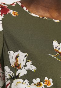 ONLY - ONLVIC - Blusa - kalamata/ditte flower - 6