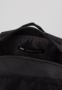 Levi's® - PACK STANDARD ISSUE - Batoh - regular black - 5