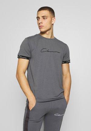 SCRIPT HIDDEN BAND TEE - Print T-shirt - grey