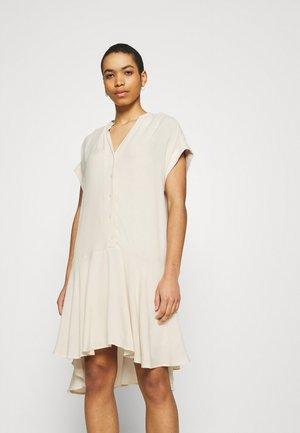 SLFTESSI TONIA SHIRT DRESS - Day dress - sandshell